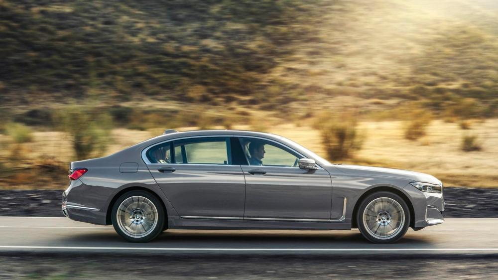 medium resolution of then there s the 3 0 liter six cylinder inline engine in the 2020 bmw 740i and 740i xdrive that gets a twin scroll turbocharger and delivers 335hp and 330