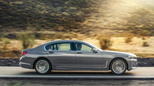 small resolution of then there s the 3 0 liter six cylinder inline engine in the 2020 bmw 740i and 740i xdrive that gets a twin scroll turbocharger and delivers 335hp and 330