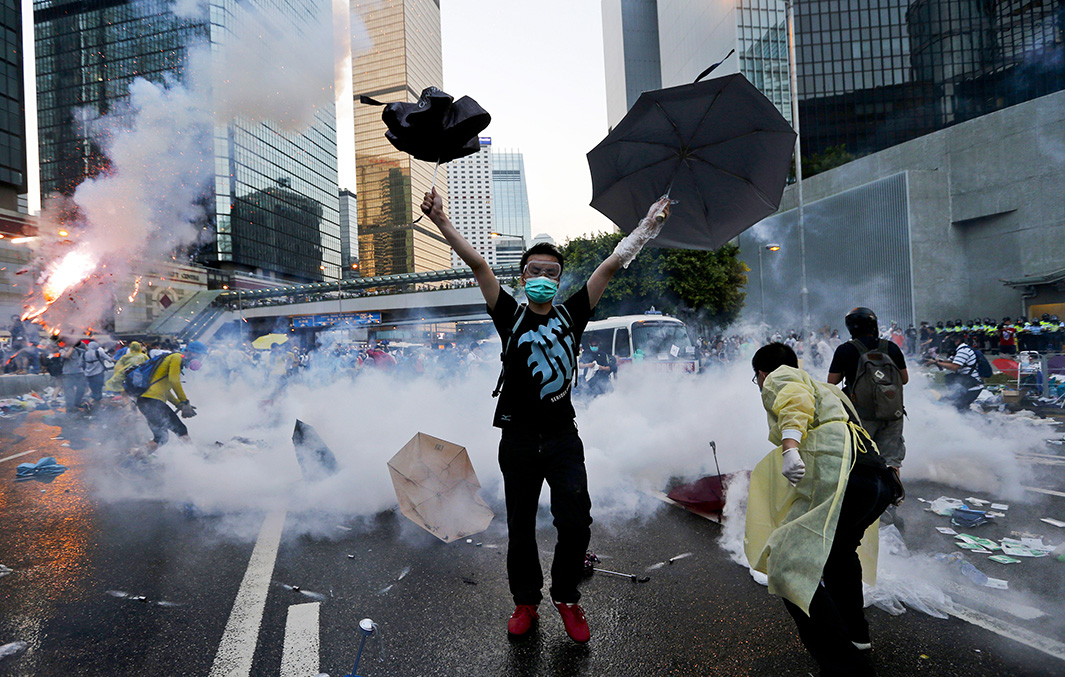 https://i0.wp.com/www.slate.com/content/dam/slate/articles/news_and_politics/foreigners/2014/09/hong_kong_pro_democracy_rallies/140929_FOR_HongKong-10.jpg.CROP.original-original.jpg