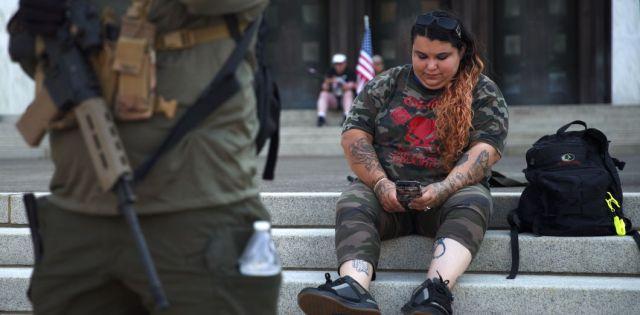 Des partisan·es de Trump et des membres des groupesd'extrême droite Patriot Prayer et Proud Boys se sont rassemblé·es devant le Capitole pour une manifestation à Salem, dans l'Oregon, le 7 septembre 2020, et ont affronté des manifestant·es antifascistes. |Dîner d'Allison / AFP