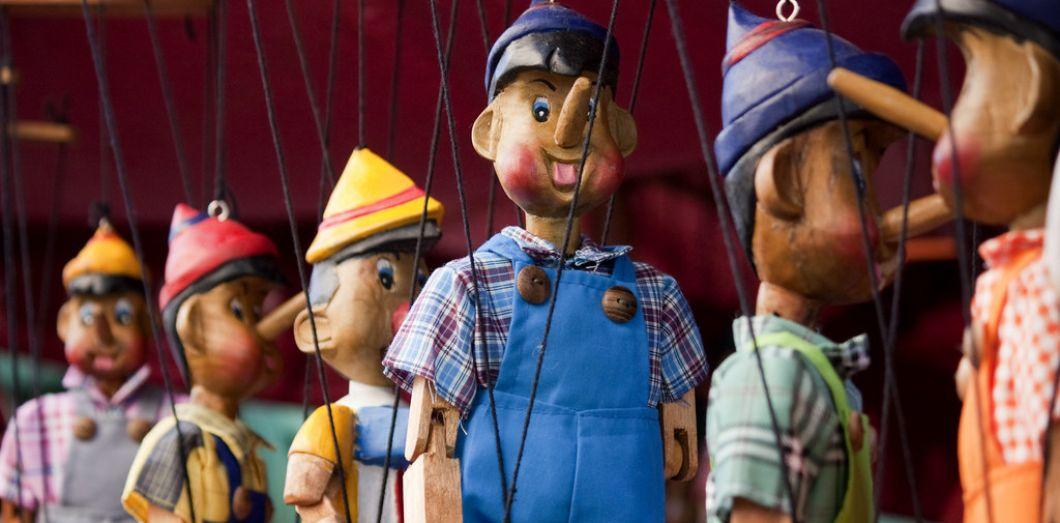 Pinocchio par-ci, Pinocchio par-là | Alex Bikfalvi via Flickr CC License by