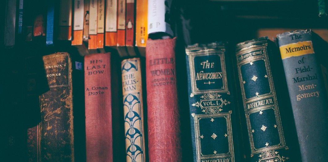Les romans de Dostoïevski apportent un regard sur des faits de société. | Clem Onojeghuovia Unsplash