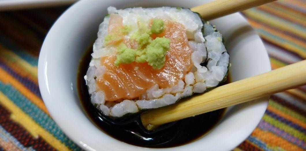 Le wasabi, sous sa forme la plus pure, est en réalité d'un brun légèrement verdâtre. | Normman via Pixabay