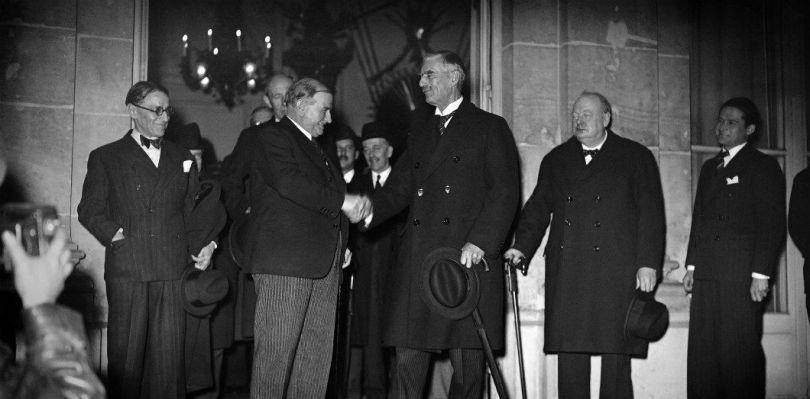 Le président du Conseil des ministres français Édouard Daladier, le Premier ministre britannique Neville Chamberlain et Winston Churchill, le 6 février 1940 à Paris | AFP / France Presse Voir
