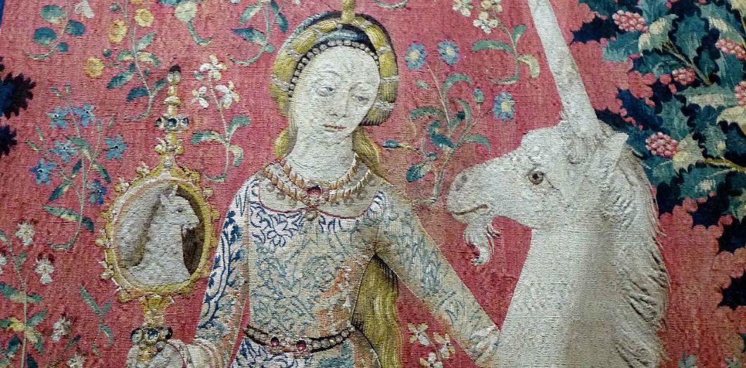 Détail de la tapisserieLa dame à la licorne, «La vue» (fin du XVe siècle), exposée au musée de Cluny. | Salix via Wikimedia Commons