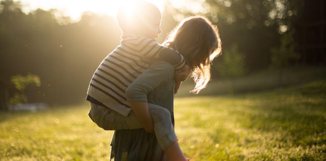 L'hyperconnexiondans laquelle nous évoluons est tout le contraire de ce dont aurait besoin un enfant pour grandir. | Jane Evelyn Annvia Unsplash