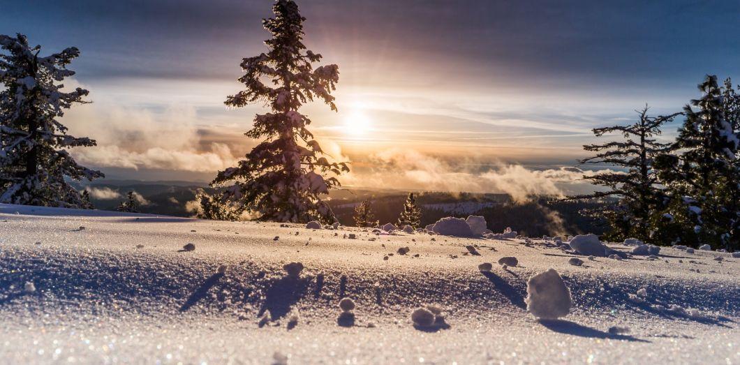 La neige porte une charge électrique positive qu'aucune technologie n'avait encore réussi à transformer en énergie. | Denys Nevozhai via Unsplash