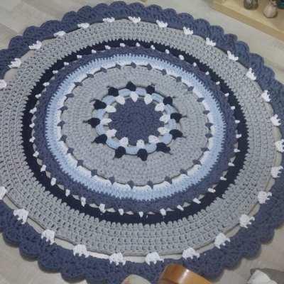 שטיח סרוג עגול בגווני כחול ג'ינס