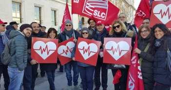Bari, in piazza contro i tagli alla sanità… l'Slc Cgil Bari c'era
