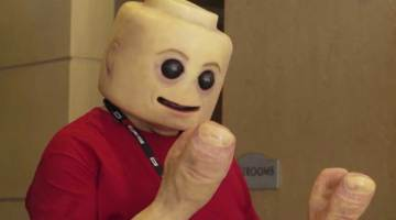 menschliche lego-figur tested youtube comic-con san diego