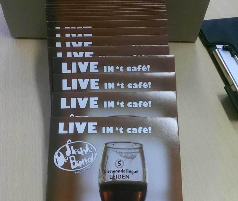 Presentatie 'De Slechte Band Live in 't café' op CD tijdens optreden in Van Hout