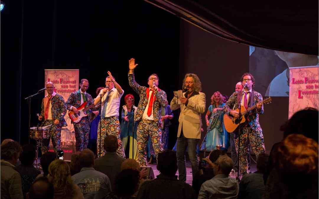 De Slechte Band laat Leidse Schouwburg deinen bij opening Mary Bey Jaar