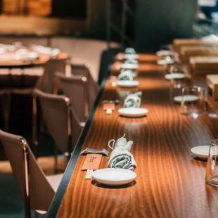 fauteuils-cuir-design-restaurant-luxe