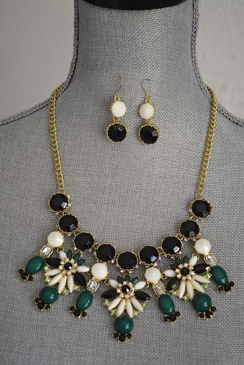 Black and White Necklace Set, Black and White Jewelry, Necklace and Earrings