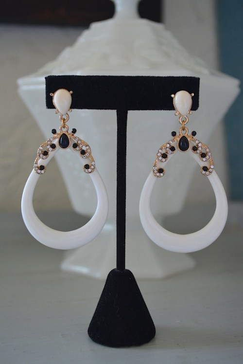 White and Black Teardrop Earrings,white earrings,Ivory Earrings,Black and White Earrings, Black and White Jewelry,White Jewelry