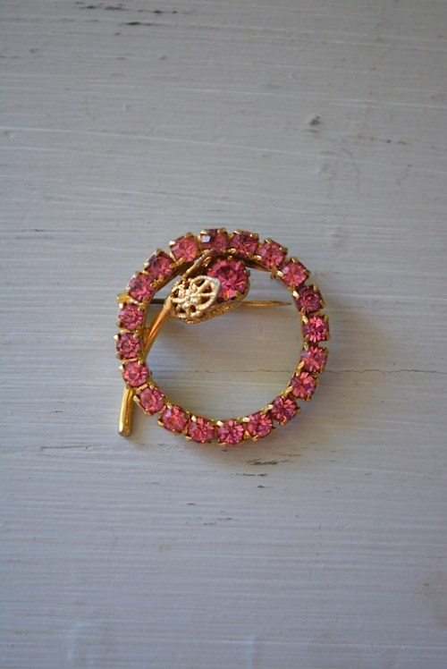 Pink Circle Brooch, Pink Topaz Brooch, Pink Brooch, Flower Brooch, Pink Flower Brooch, Vintage Pink Brooch, Pink Rhinestone Brooch