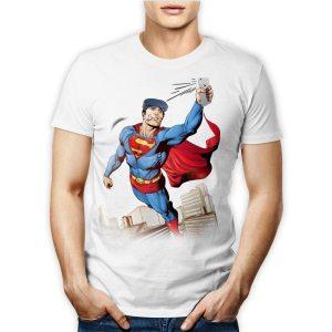 Tshirt 100% cotone maschile con superman in volo con scozzetta che scatta un selfie con smartphone su maglietta bianca