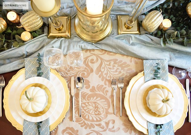 tablesetting-white-pumpkin-gold-plate-holiday2-1