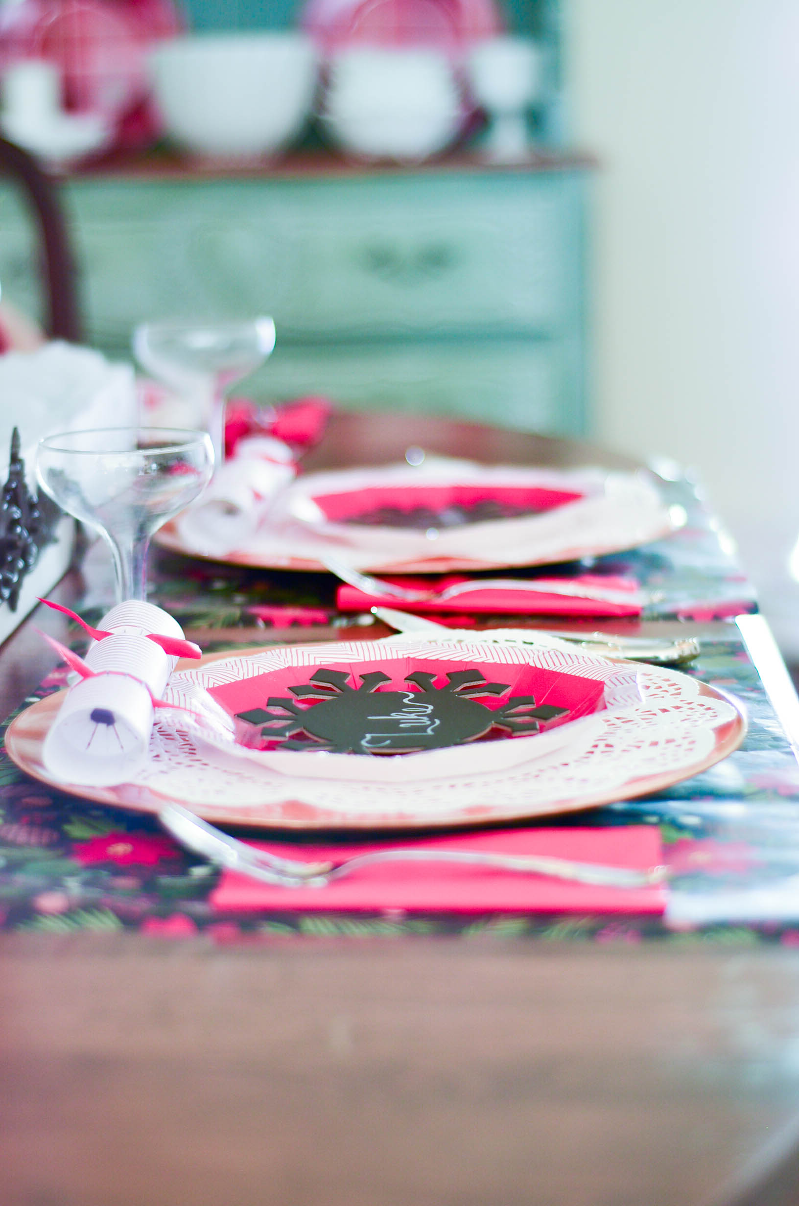 ... a paper doily from the Dollar Store the Spritz plate and a chalkboard snowflake found in Target\u0027s dollar spot. Easy inexpensive and looking way more ... & A Christmas Brunch: Paper Tablescape | Slightly Coastal
