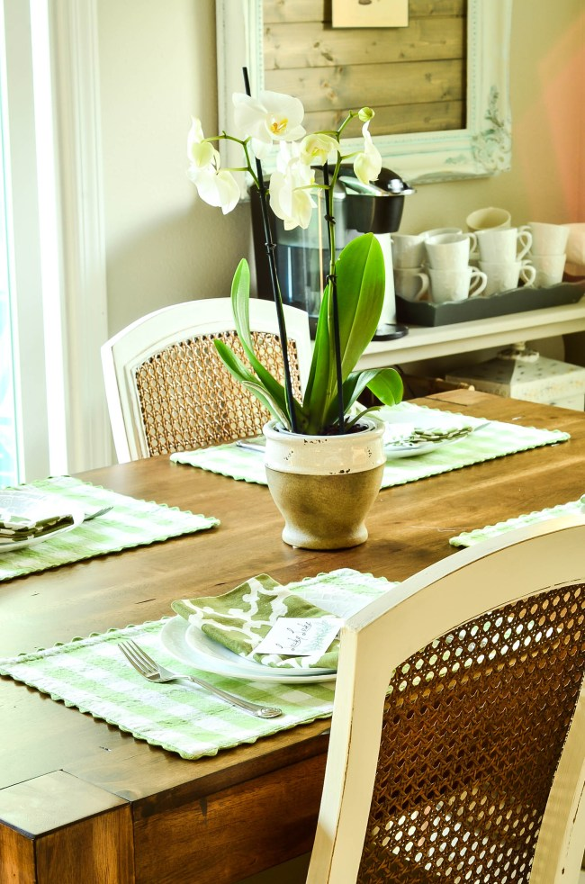 The key to an easy spring table with stuff you already own