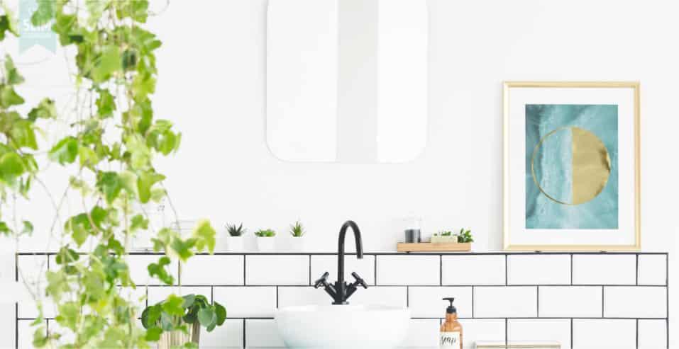 Poetsklussen in de badkamer