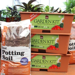 Earth Box gardens: organic formulated fertilizer units for small spaces