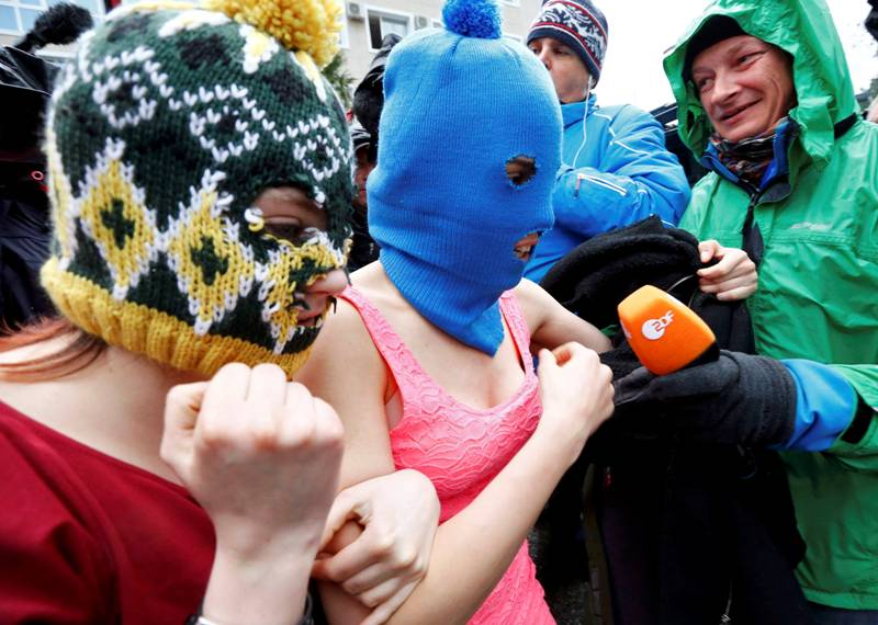 REFILE - ADDING NAME OF PHOTOGRAPHER TO CAPTION Masked members of protest band Pussy Rot leave a police station in Adler during the 2014 Sochi Winter Olympics, February 18, 2014. Two members of Pussy Riot, Maria Alyokhina and Nadezhda Tolokonnikova were detained on Tuesday in connection with a theft in the Winter Olympics host city of Sochi, less than two months after their release from prison under an amnesty.        REUTERS/Shamil Zhumatov (RUSSIA  - Tags: OLYMPICS SPORT CRIME LAW POLITICS)