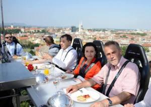 dinner in the sky zagreb bandić westin večera na nebu