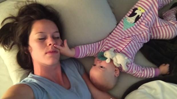 mama-beba-spavanje-video-1-620x347