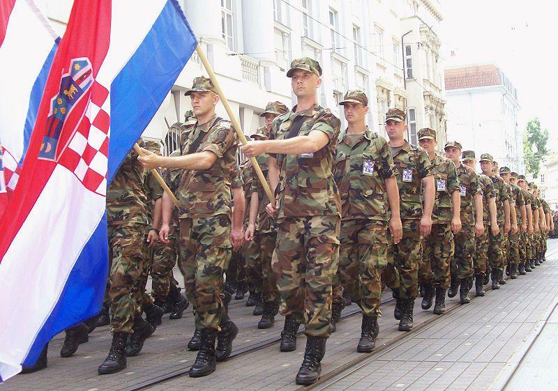slovenci vojna parada oluja