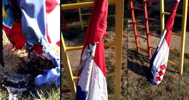 vinkovci zapaljena hrvatska zastava