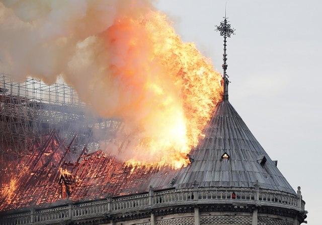 Пожарот рапидно се проширил во Нотр Дам поради компјутерски проблем?