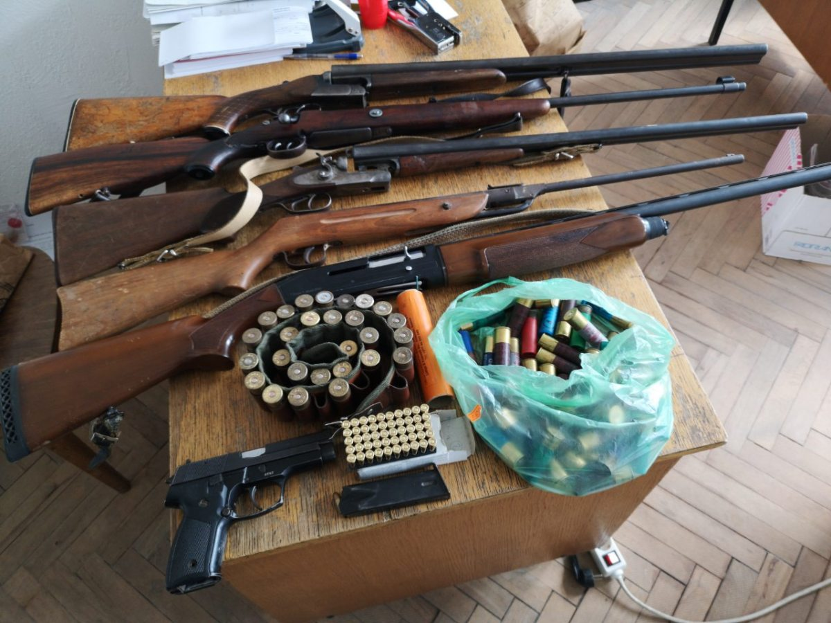 Домашен притвор за љубител на оружје