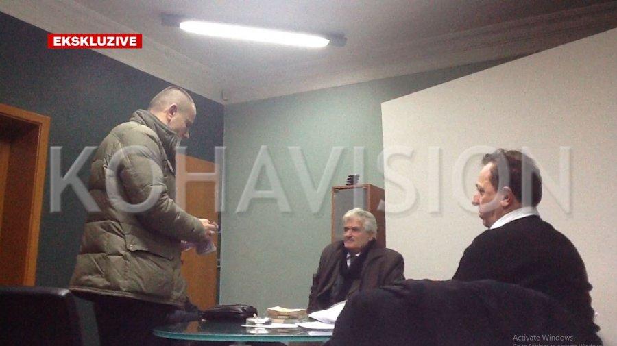 Името на претседателот на Парламентот на Косово се појавува во видео снимки на криминалци