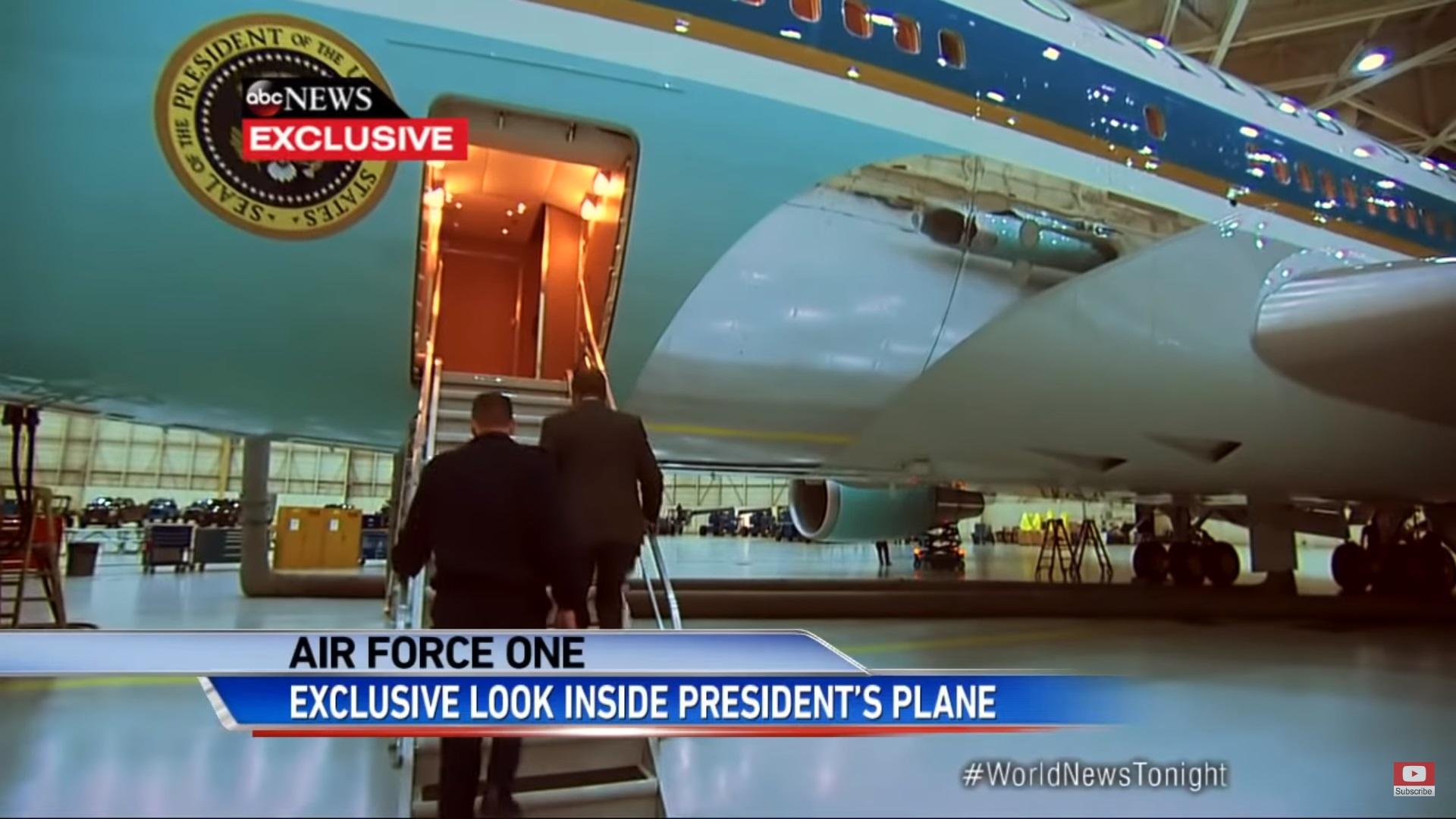 """Погледнете како изгледа внатрешноста на авионот на американскиот претседател """"Еир форс 1"""""""