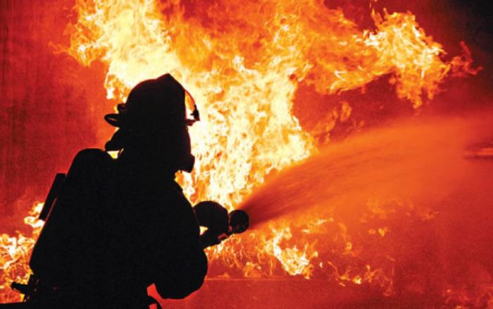 Пламна пожар во фабрика за пластика