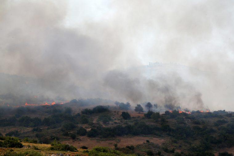 Делумно ставен под контрола пожарот во западниот дел на Атика