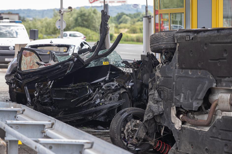 Страшна сообраќајка кај наплатна рампа во Загреб, автомобил без кочење се забил во друго возило (ВИДЕО)