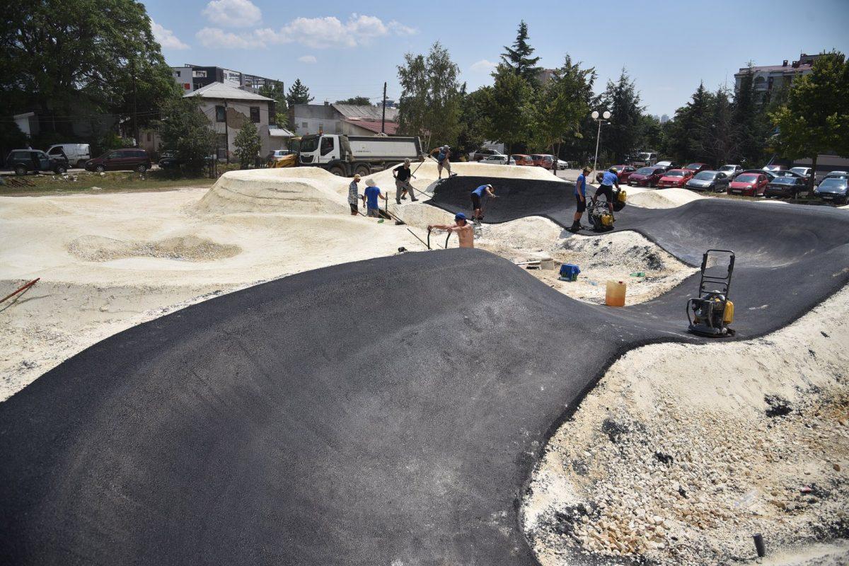 """Изградбата на """"pumptrack"""" полигонот е во завршна фаза"""