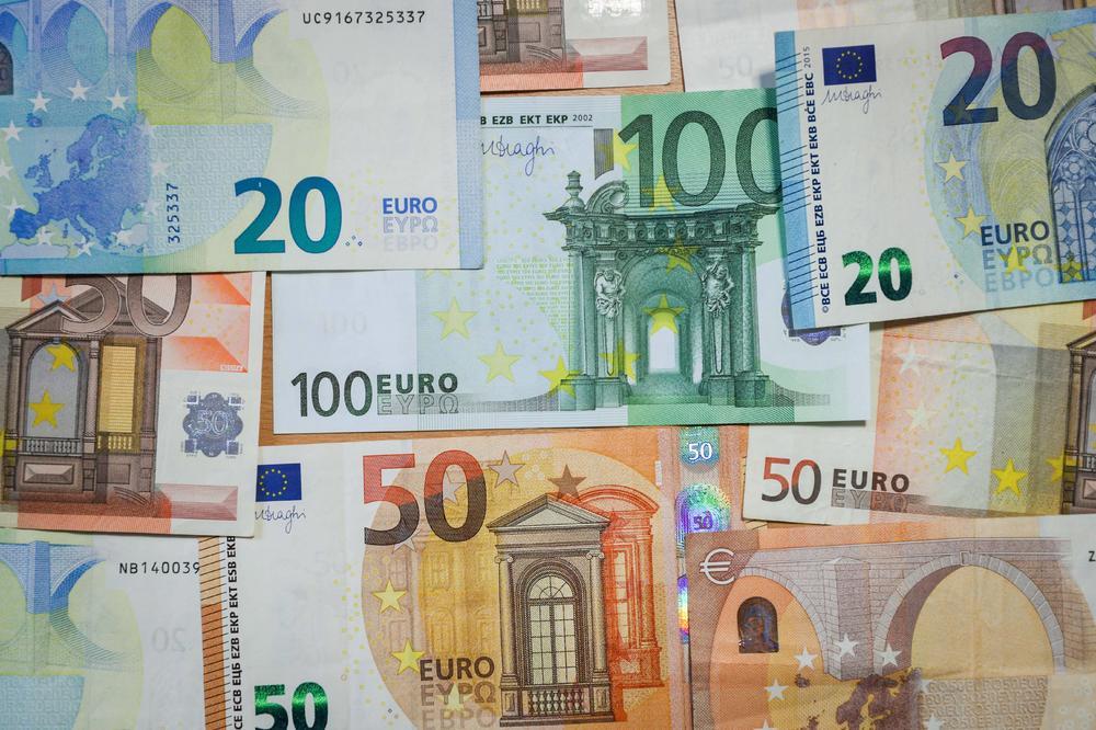 Еврото со минимален пад, најголем раст бележат акциите на Тиквеш