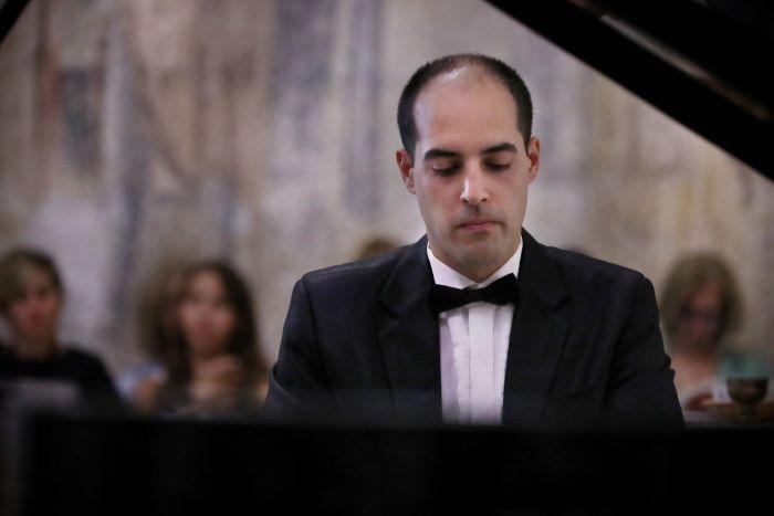 """Младиот професор по пијано Величков ја воодушеви публиката на """"Охридско лето"""""""