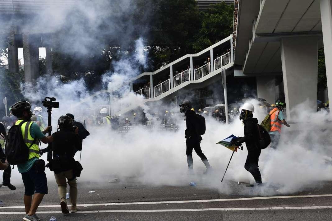 Полицијата во Хонгконг употреби солзавец против демонстрантите
