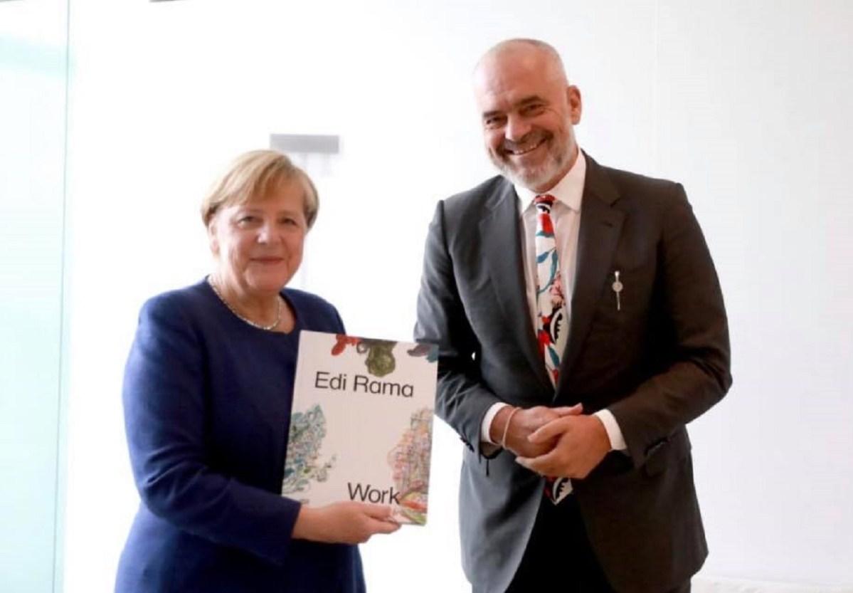 ЕДИ РАМА ги растопи Германците, негова слика во Берлин се продава илјадници евра