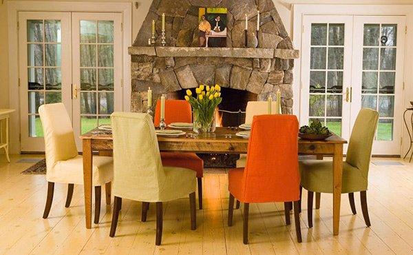 Различно: Микс од старинска маса и модерни столови