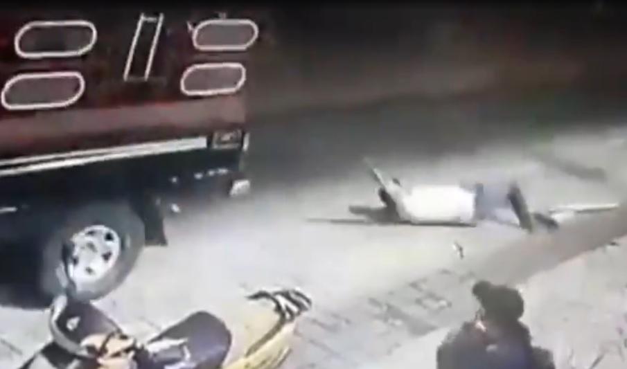 """НЕ ГИ ИСПОЛНИЛ ПРЕДИЗБОРНИТЕ ВЕТУВАЊА: Градоначалник во Мексико врзан за браник се """"повозе"""" низ неговото село"""