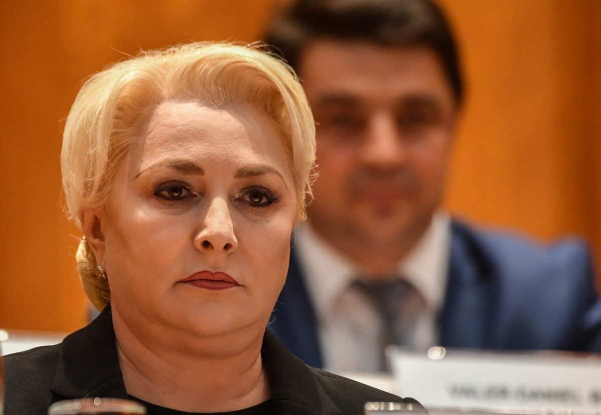 ИЗГЛАСАНАТА НЕДОВЕРБА НА ВЛАДАТА НЕ ЈА ПОКОЛЕБА: Романската премиерка во заминување останува на чело на нејзината партија
