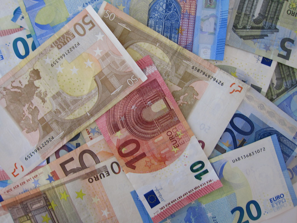 Акциите на Скопски пазар со најголем раст, еврото денеска 61.49 денари