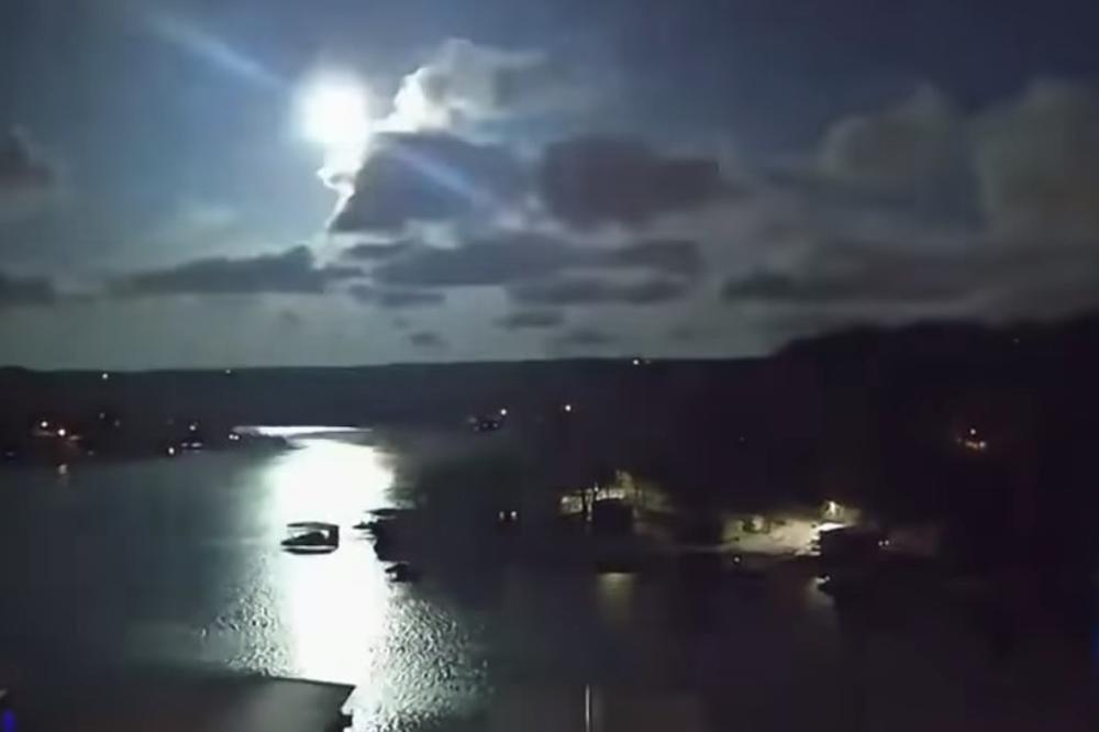 АМЕРИКАНЦИТЕ ШОКИРАНИ: Метеор од 100 килограми го проби звучниот ѕид над Мисури