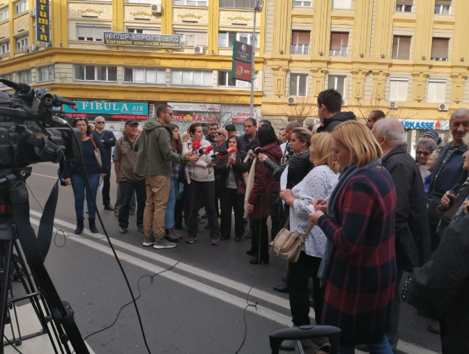 СЕ НАПЛАТУВААТ СМЕТКИ СО ОГРОМНИ КАМАТИ: Револтирани граѓани излегоа на протест