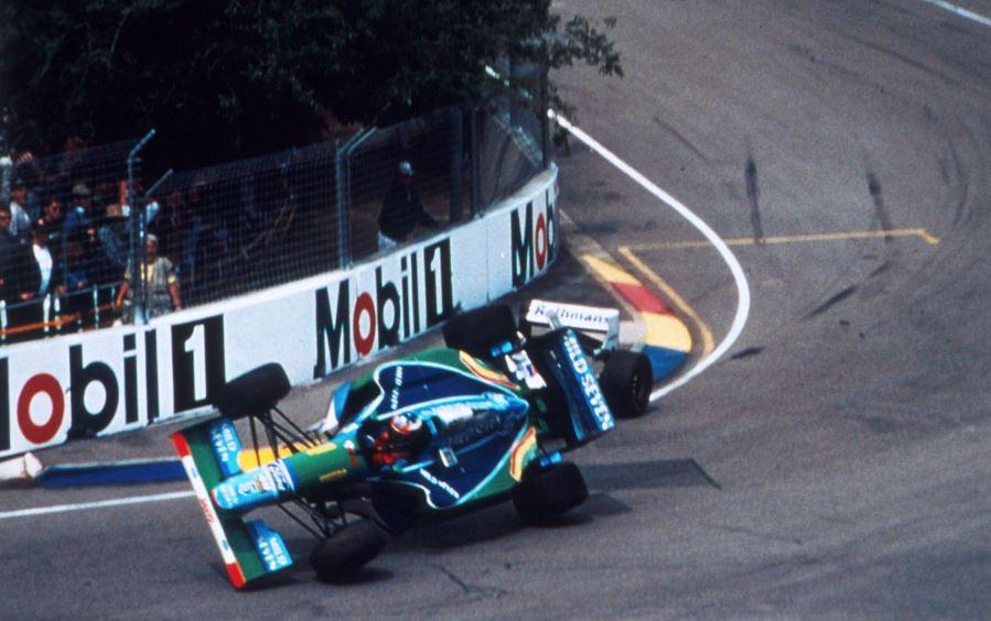 Денот кога Шумахер со валкан трик дојде до првата титула (ВИДЕО)